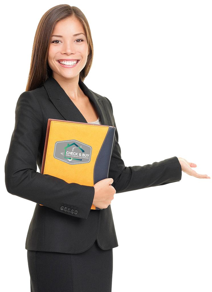Questa Immagine rappresenta un Agente Immobiliare Donna sorridente nel proporre il Sistema di Vendita Vincente Check & Buy