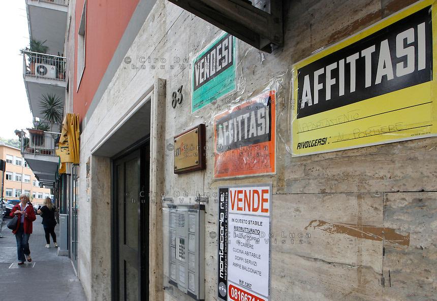 I cartelli erano uno strumento di marketing economico e produttivo ma l'esagerazione provocava scempi al decoro urbano della città di Roma